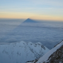 everest-casts-its-shadoow-sortly-after-dawn-from-just-below-the-south-summit-21-may.jpg