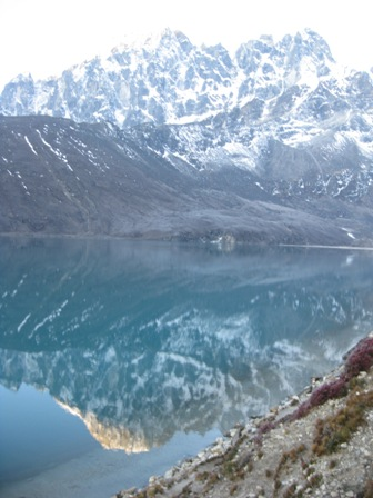 The mirror-like third lake as we set off up Gokyo Ri